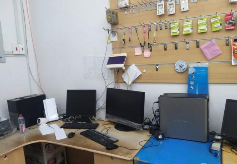 محل كمبيوتر بكافة معداته