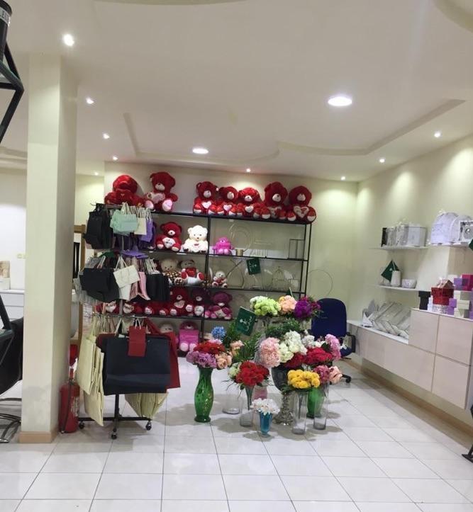 محل زهور وهدايا للتقبيل