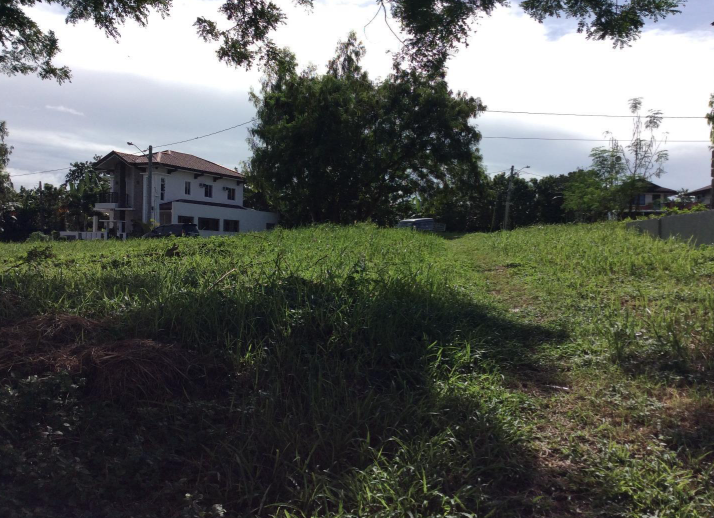 Vacant Lot in Woodland Hills SUbdivision