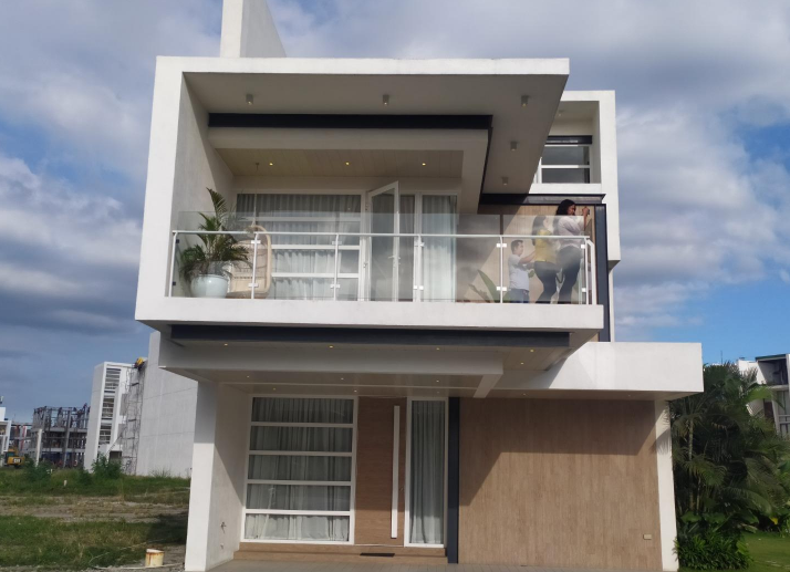 Elise Single Attached Home In Capitol Hills Quezon City