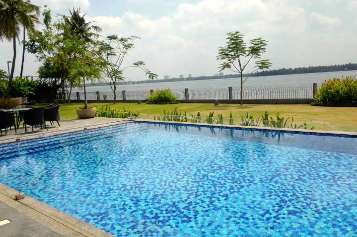 Cochin - Majestic Waterfront Villa