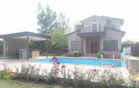 Farm House in Noida