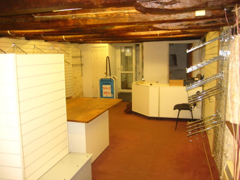 Leasehold Retail Unit in Looe