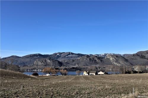 Sprawling Views of Lake Osoyoos