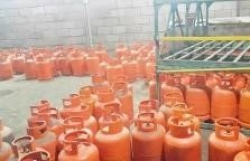 ثلاث محلات  لبيع الغاز+الاراضي للبيع