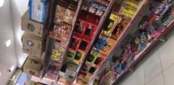 للتقبيل محل حلويات