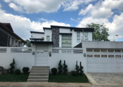 5BR House and Lot- Fairview