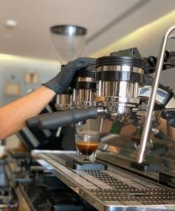 للتقبيل مقهى مختص