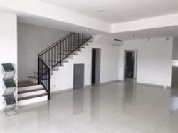Unfurnished Terrace For Sale At Lakefield Residences, Tropicana Heights