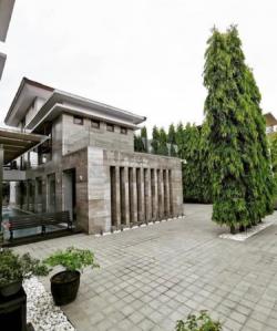 Luxurious House at Loyola Grand Villa