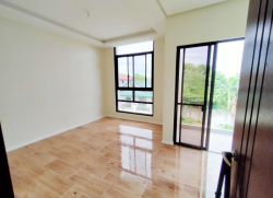 3 Storey Duplex House and Lot: Las Pinas