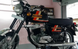 For Sale: Fully restored yezdi roadking