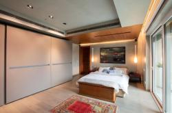 Modern Apartment, DLF Queen's Court